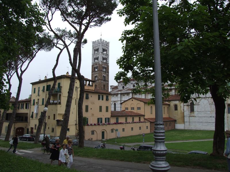 lucca-02