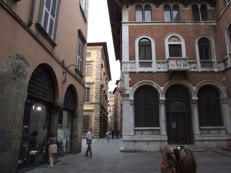 lucca-25