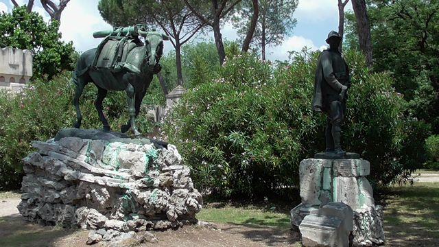 """monumento all'""""umile eroe"""", il mulo degli alpini"""